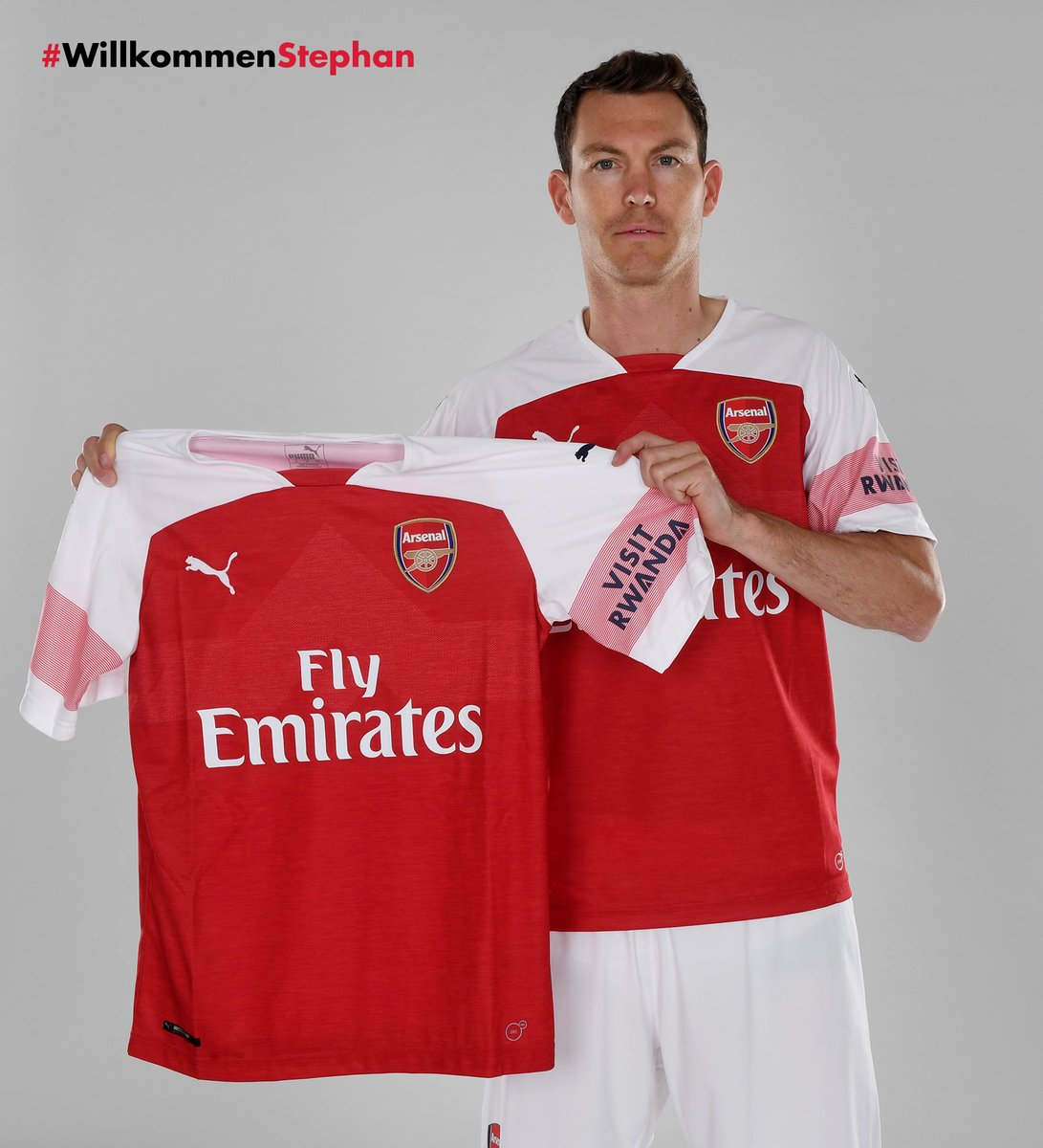 Reports Arsenal Were Ready To Sign Lucas: Arsenal Sign Stephan Lichtsteiner On A Free Transfer