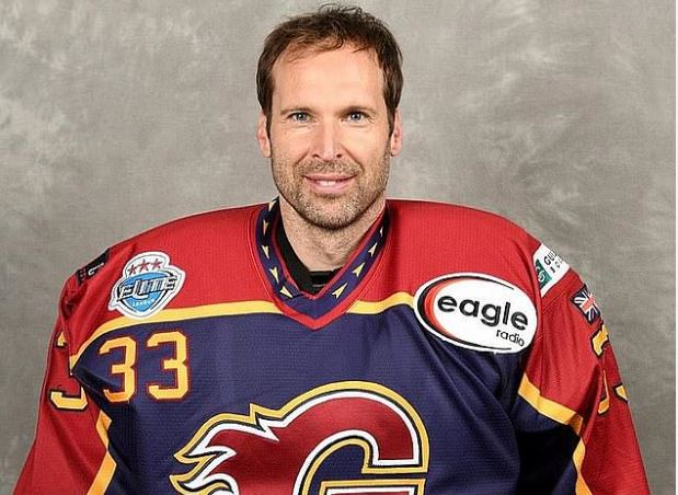 Peter-Cech-To-Make-Ice-Hockey-Debut-for-Guildford-Phoenix-BusyBuddiesng
